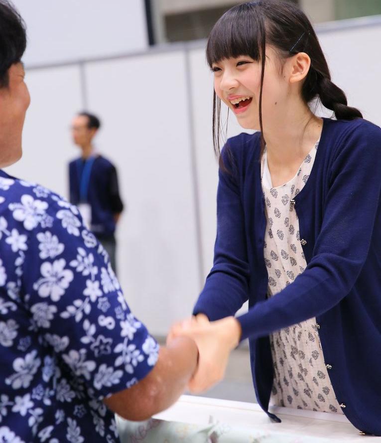 荻野由佳 握手